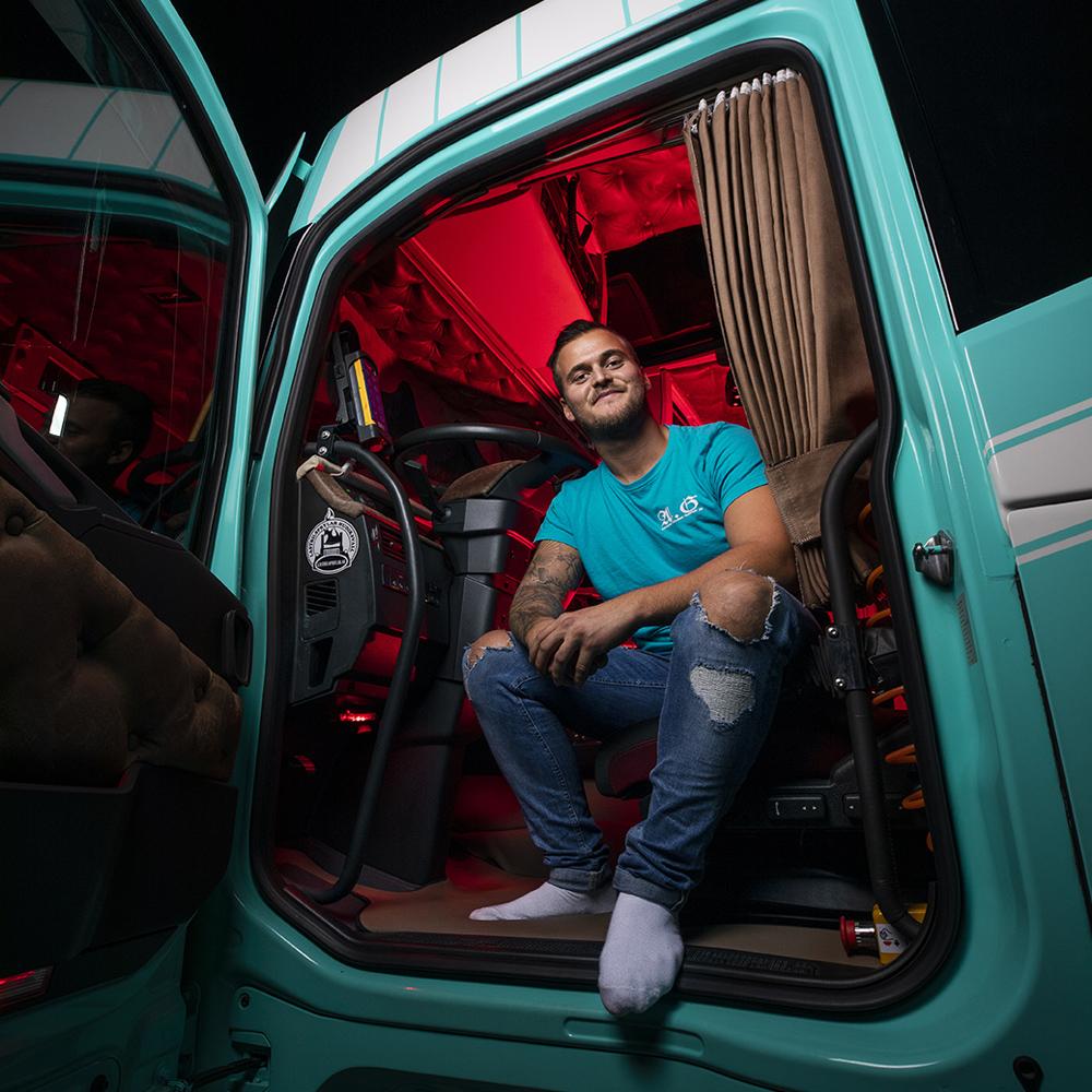 2020-09-19  Uddevalla. Alexander Gillberg är lastbilsförare.  © Photo by Sören Håkanlind / Copyright