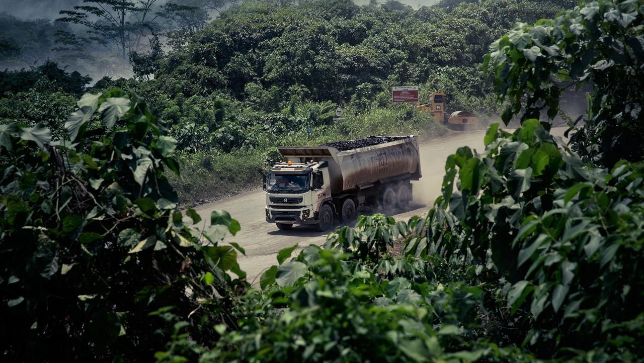 Volvo FMX insurance in djungle